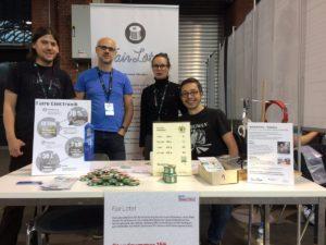 """FairLötet-Mitglieder mit dem """"Maker of Merit""""-Award auf der Maker Faire Berlin 2016"""